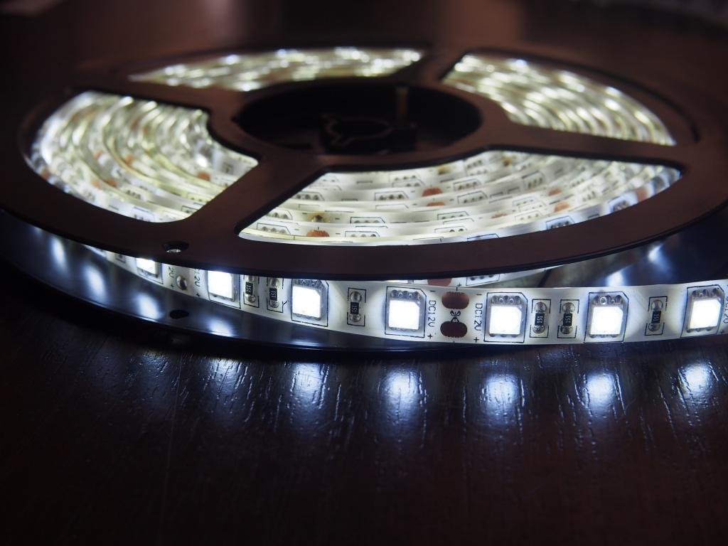 Светодиодная лента Neon-Night SMD 3528 60led/m 12V 24W 5m IP65 White 141-355-0<br>