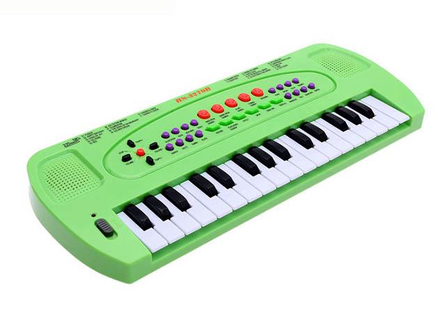 Детский музыкальный инструмент СИМА-ЛЕНД Синтезатор с микрофоном Музыкант Green 1689051