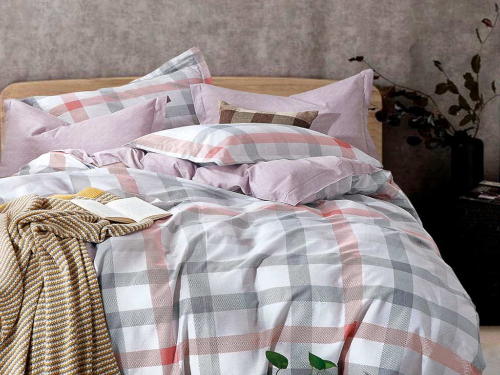 все цены на Постельное белье Cleo Satin Lux 15/377-SL Комплект 1.5 спальный Сатин онлайн