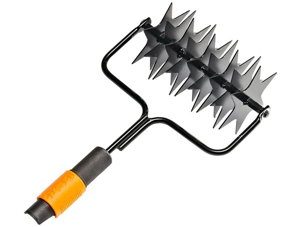 Садовый инструмент Насадка-культиватор Fiskars QuikFit 1000689 культиватор fiskars 137220