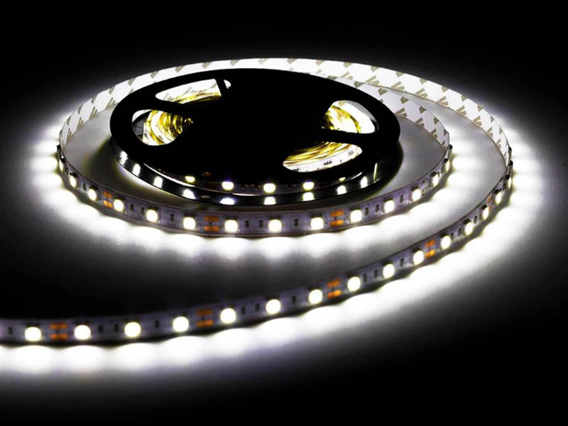 Светодиодная лента URM SMD 5050 60 LED 12V 14.4W 1200Lm 6500K IP20 5m с диммером Cold White N01021