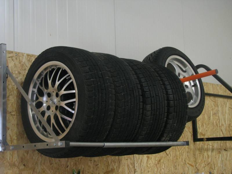 Полка для хранения колес своими руками