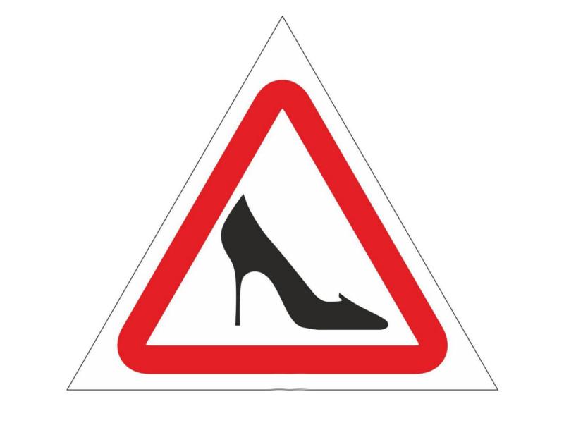 наклейка на авто знак ш шипы треугольная наружная 18x20cm 07145 Наклейка на авто Фолиант Знак Женщина за рулем НЖР