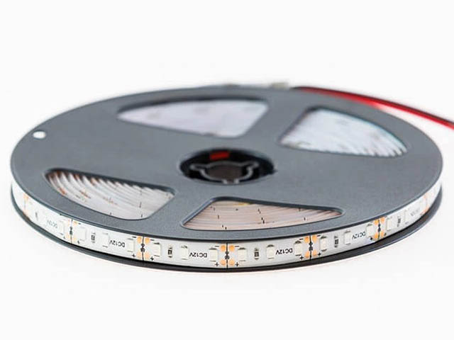 Светодиодная лента URM SMD 2835 120 LED 12V 9.6W 6800Lm IP65 Green С10082